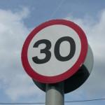 La multa se il cartello stradale non è visibile è valida?